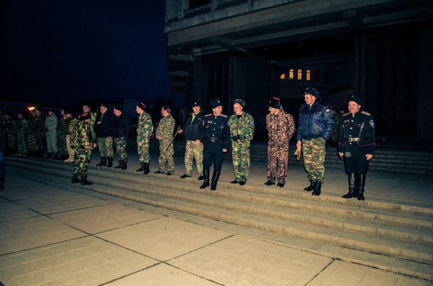 ФОТОФАКТ: В центре Симферополя дежурят кубанские казаки, фото-4