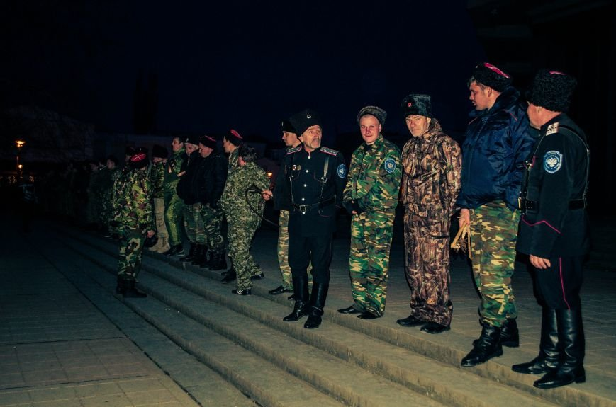 ФОТОФАКТ: В центре Симферополя дежурят кубанские казаки, фото-5