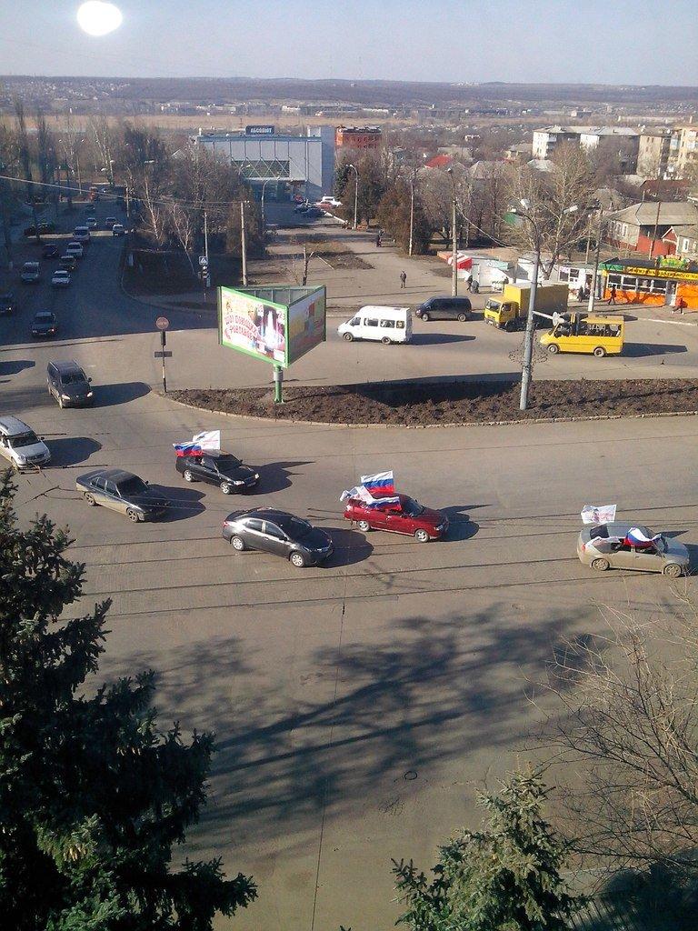 По Луганску движется автомобильная колонна с флагами России (ФОТО), фото-3