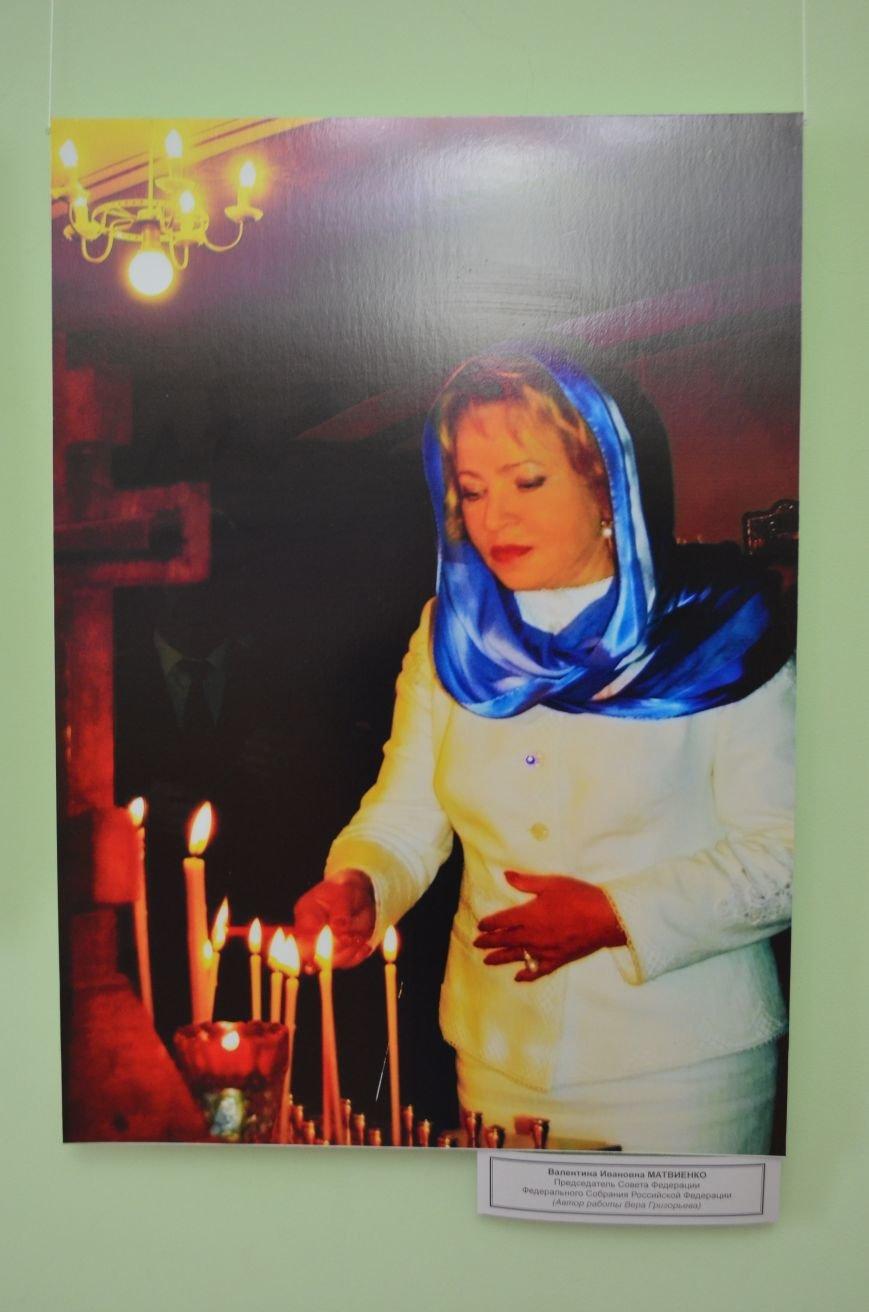 ФОТОРЕПОРТАЖ: К 8 марта в Симферополе открыли выставку фотопортретов известных крымских женщин, фото-3