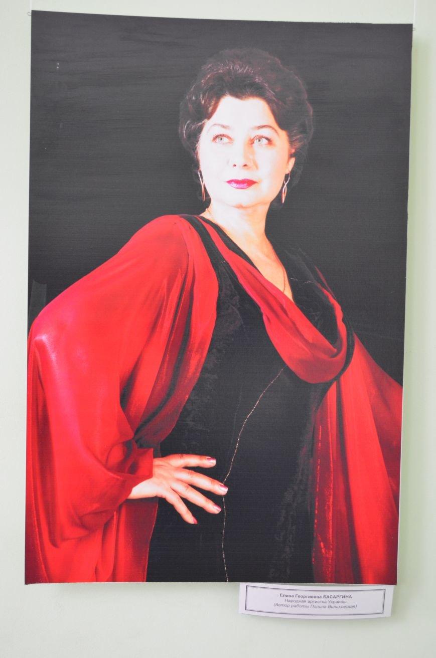 ФОТОРЕПОРТАЖ: К 8 марта в Симферополе открыли выставку фотопортретов известных крымских женщин, фото-6