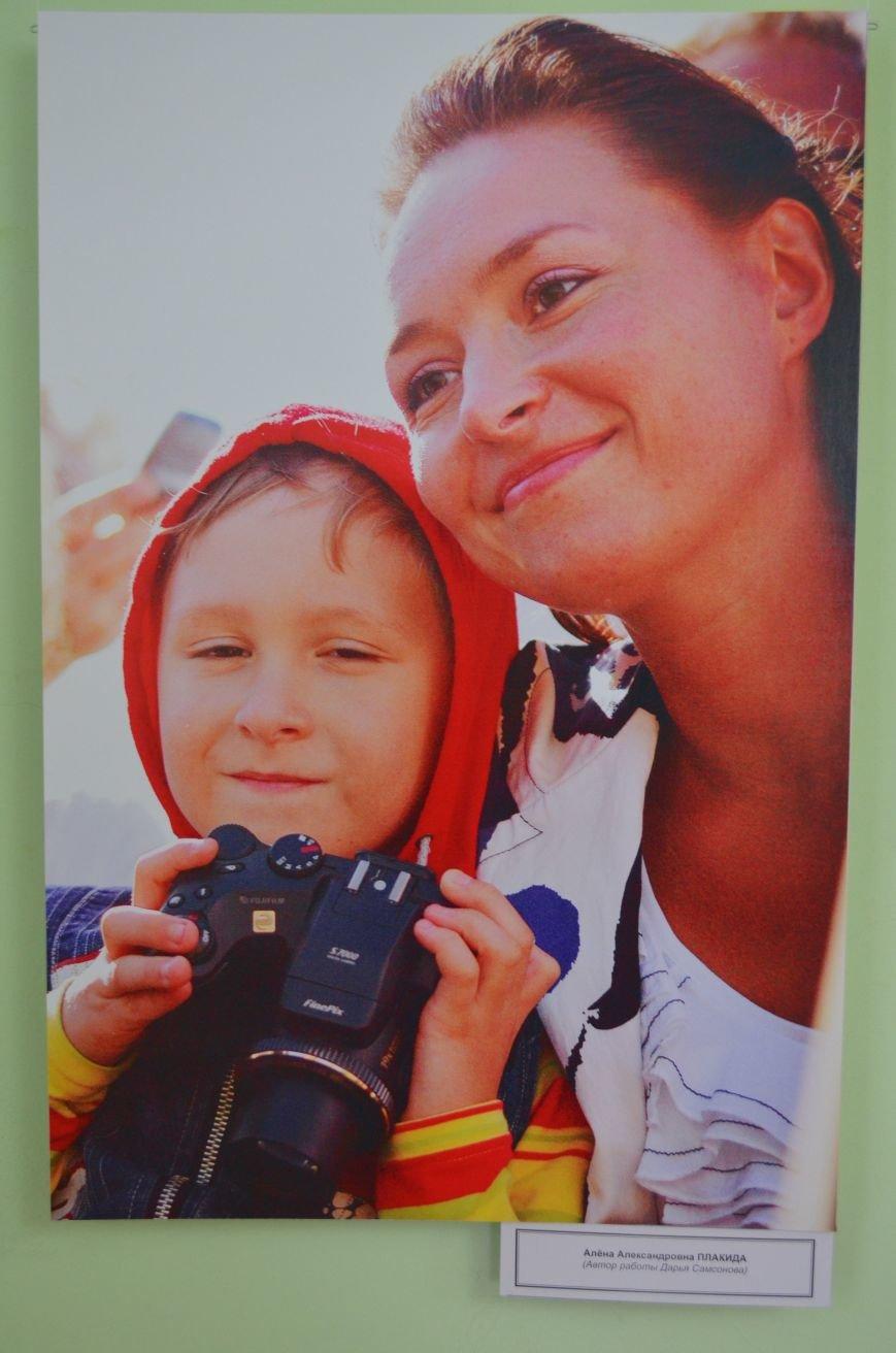 ФОТОРЕПОРТАЖ: К 8 марта в Симферополе открыли выставку фотопортретов известных крымских женщин, фото-5