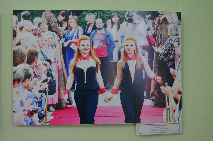 ФОТОРЕПОРТАЖ: К 8 марта в Симферополе открыли выставку фотопортретов известных крымских женщин, фото-2