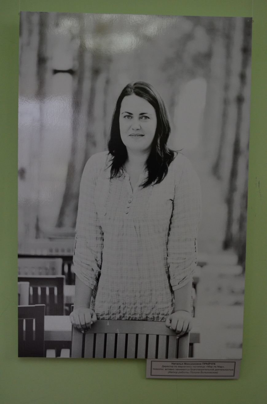 ФОТОРЕПОРТАЖ: К 8 марта в Симферополе открыли выставку фотопортретов известных крымских женщин, фото-7