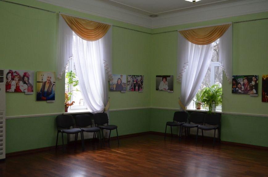 ФОТОРЕПОРТАЖ: К 8 марта в Симферополе открыли выставку фотопортретов известных крымских женщин, фото-10