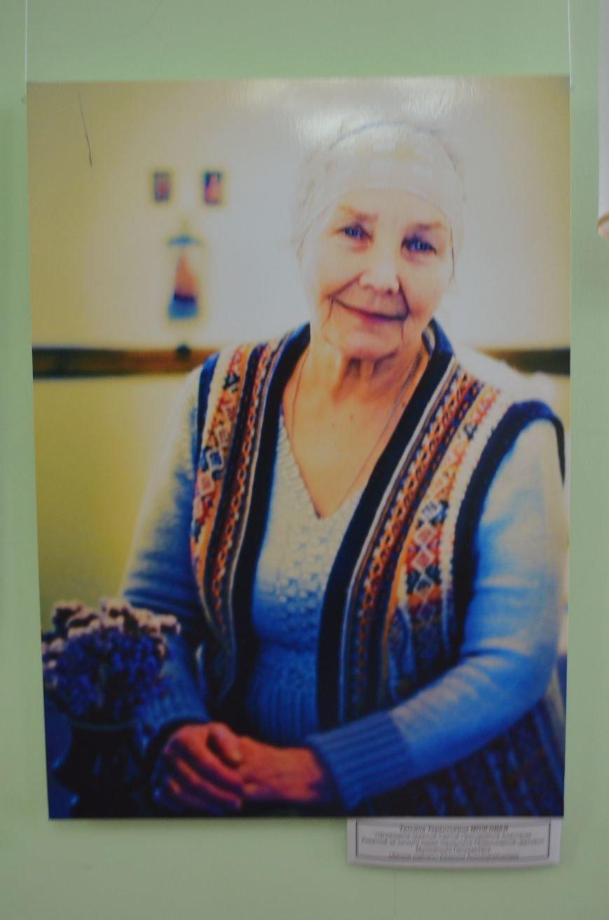 ФОТОРЕПОРТАЖ: К 8 марта в Симферополе открыли выставку фотопортретов известных крымских женщин, фото-4