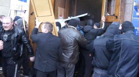 Харьковская милиция разыскивает «освободителей» здания обладминистрации, вооруженных пистолетами (ФОТО), фото-17