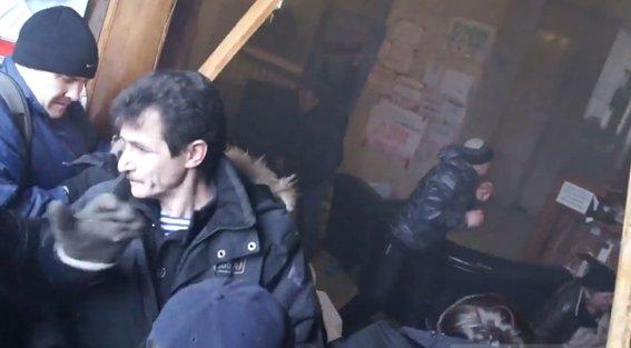 Харьковская милиция разыскивает «освободителей» здания обладминистрации, вооруженных пистолетами (ФОТО), фото-5