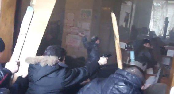 Харьковская милиция разыскивает «освободителей» здания обладминистрации, вооруженных пистолетами (ФОТО), фото-3