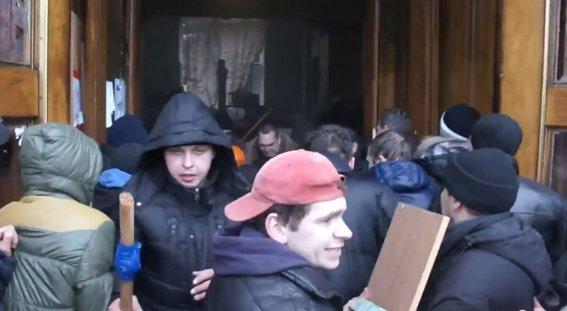 Харьковская милиция разыскивает «освободителей» здания обладминистрации, вооруженных пистолетами (ФОТО), фото-1