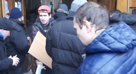 Харьковская милиция разыскивает «освободителей» здания обладминистрации, вооруженных пистолетами (ФОТО), фото-7