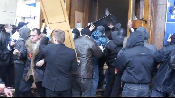 Харьковская милиция разыскивает «освободителей» здания обладминистрации, вооруженных пистолетами (ФОТО), фото-18