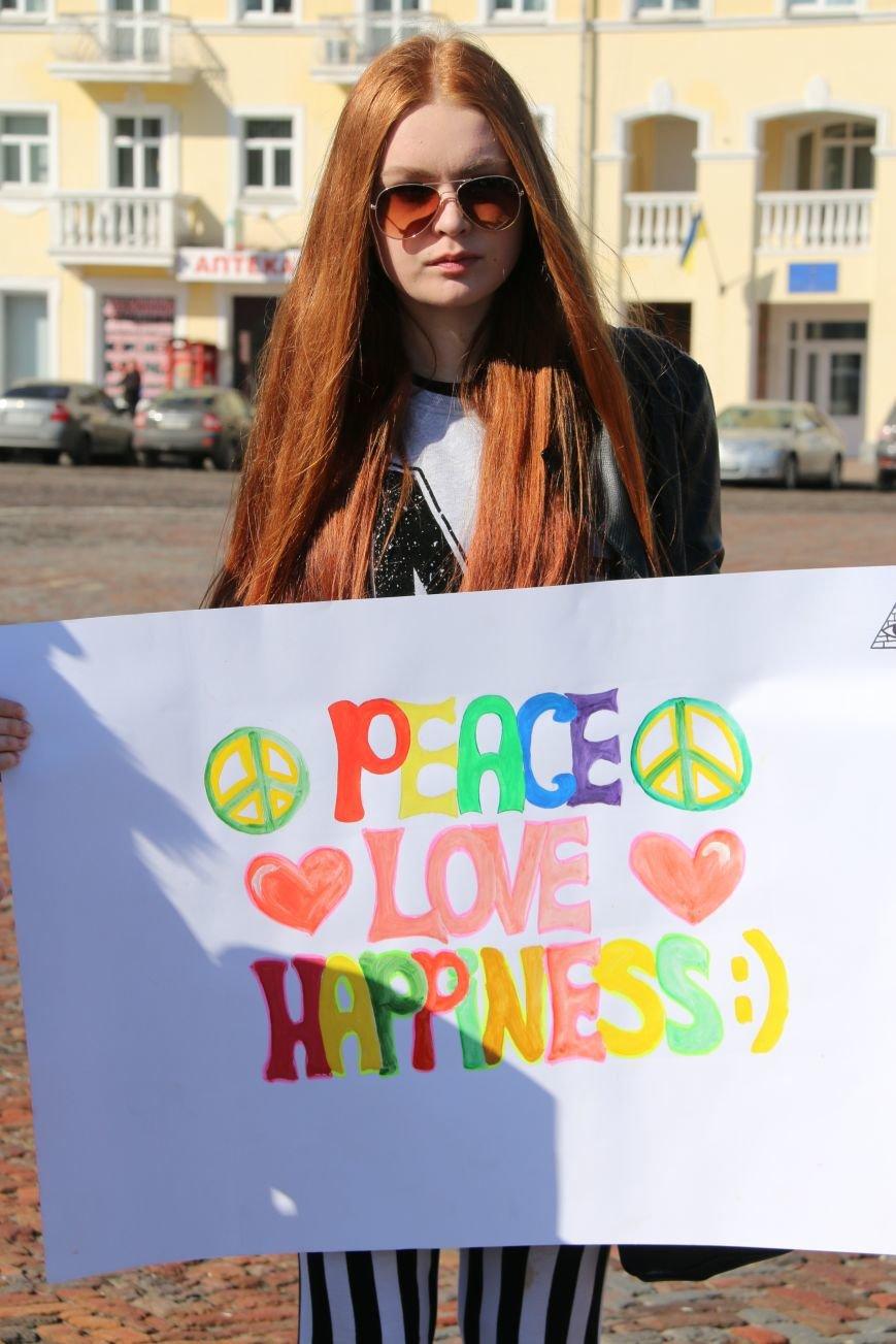 Черниговские женщины в свой праздник провели акцию за мир (ФОТО), фото-7