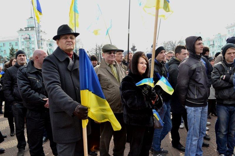 В Луганске захватили облгосадминистрацию и вынудили губернатора написать заявление об отставке (ФОТО), фото-3