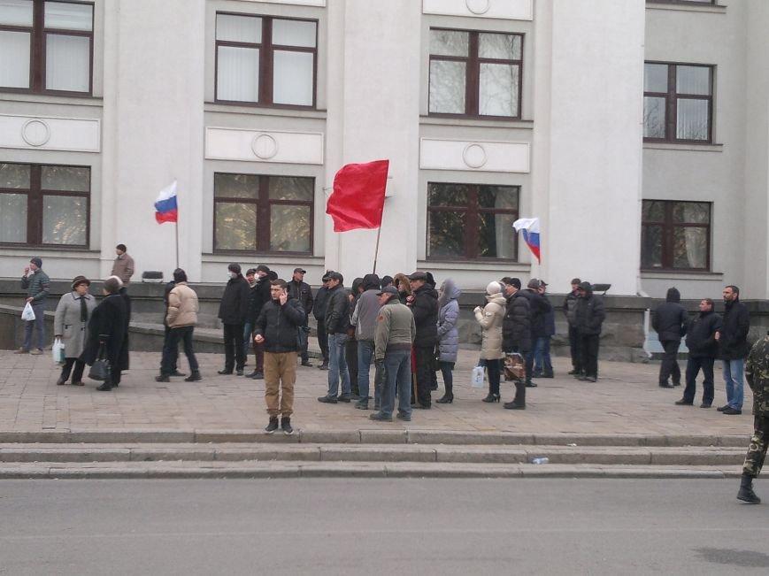 В Луганске захватили облгосадминистрацию и вынудили губернатора написать заявление об отставке (ФОТО), фото-27
