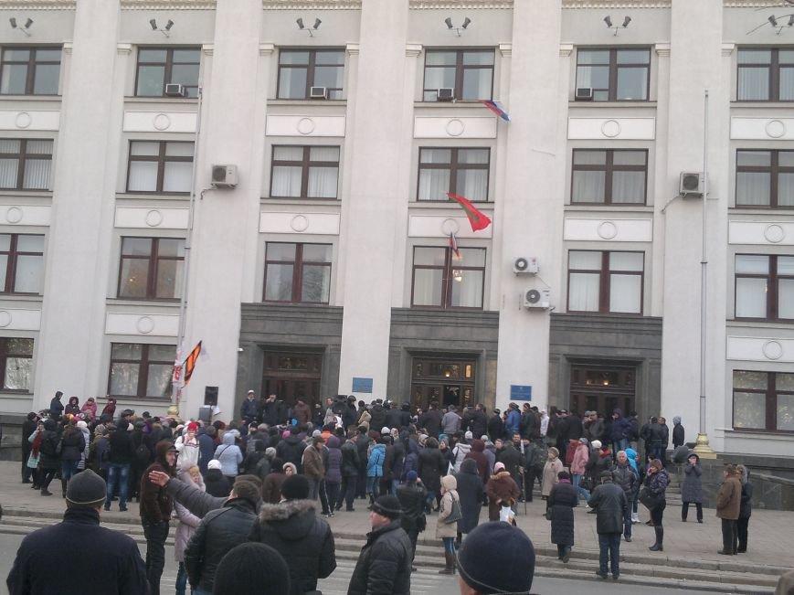 В Луганске захватили облгосадминистрацию и вынудили губернатора написать заявление об отставке (ФОТО), фото-29