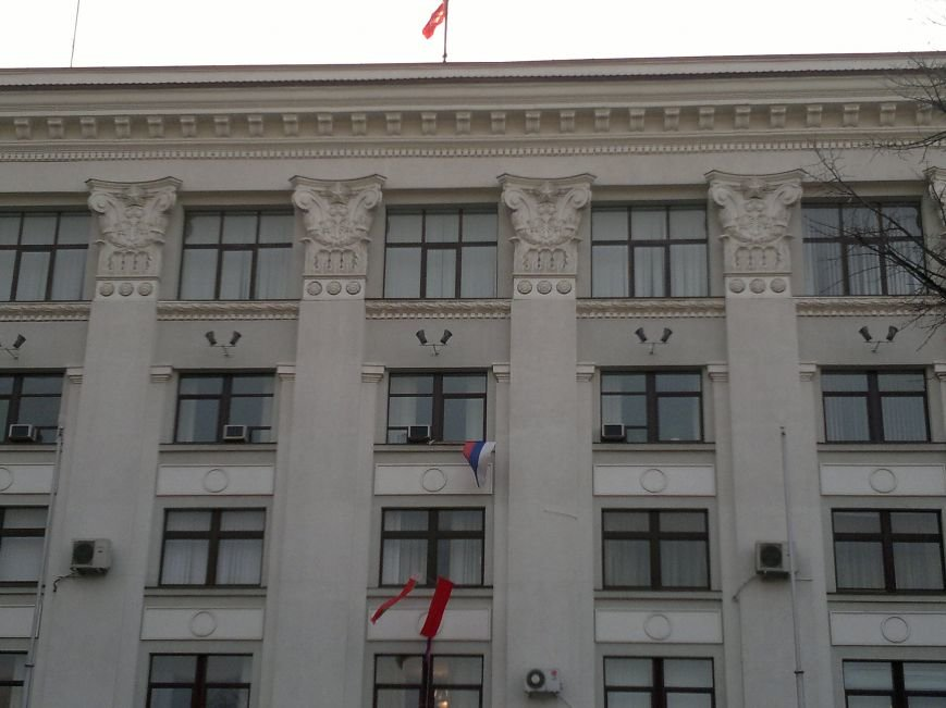 В Луганске захватили облгосадминистрацию и вынудили губернатора написать заявление об отставке (ФОТО), фото-28