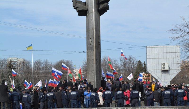 В Луганске захватили облгосадминистрацию и вынудили губернатора написать заявление об отставке (ФОТО), фото-8