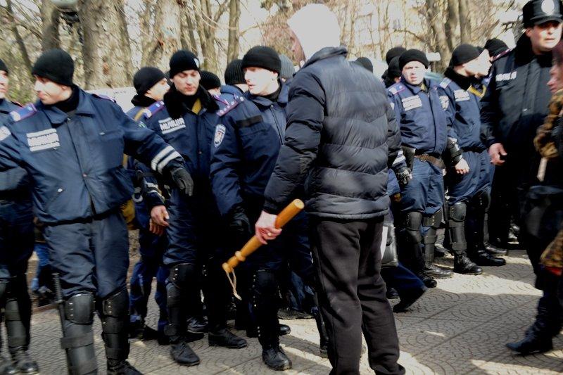 В Луганске захватили облгосадминистрацию и вынудили губернатора написать заявление об отставке (ФОТО), фото-11
