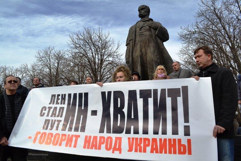 В Луганске захватили облгосадминистрацию и вынудили губернатора написать заявление об отставке (ФОТО), фото-5