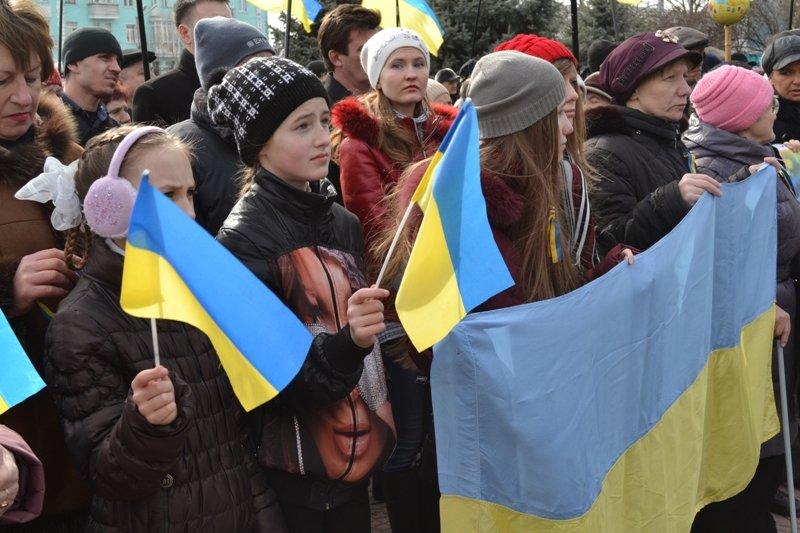 В Луганске захватили облгосадминистрацию и вынудили губернатора написать заявление об отставке (ФОТО), фото-2