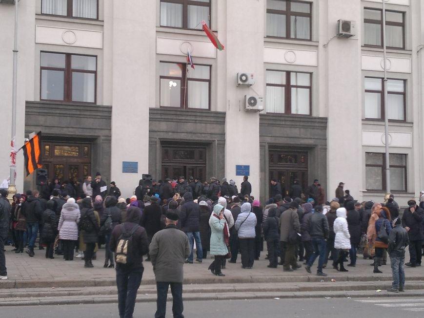 В Луганске захватили облгосадминистрацию и вынудили губернатора написать заявление об отставке (ФОТО), фото-24