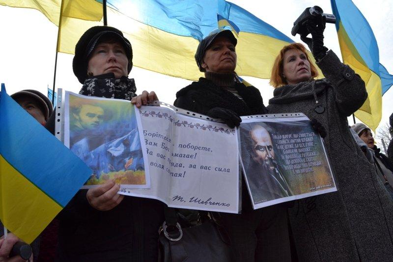 В Луганске захватили облгосадминистрацию и вынудили губернатора написать заявление об отставке (ФОТО), фото-6