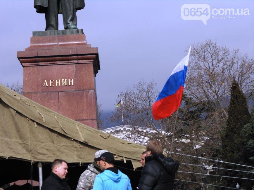 Круговорот государственных флагов на фронтонах Ялтинского горсовета (ФОТО), фото-1