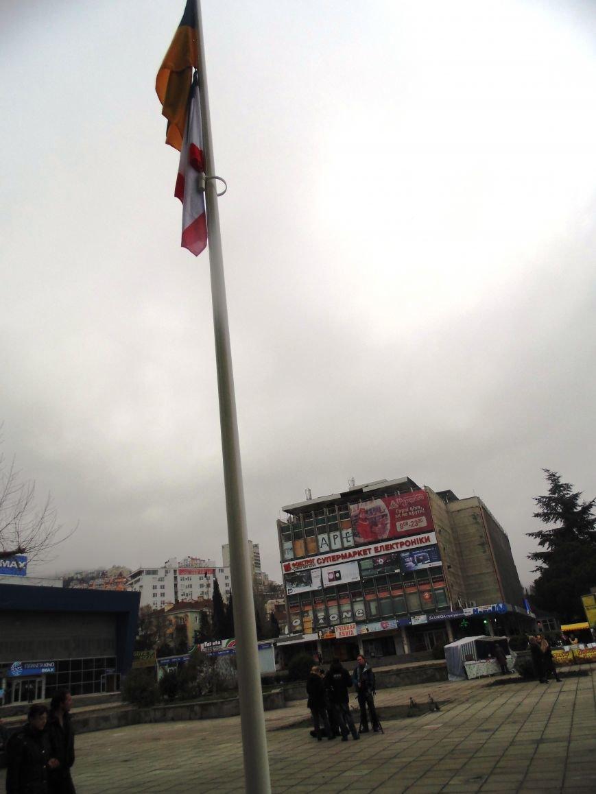 Круговорот государственных флагов на фронтонах Ялтинского горсовета (ФОТО), фото-4