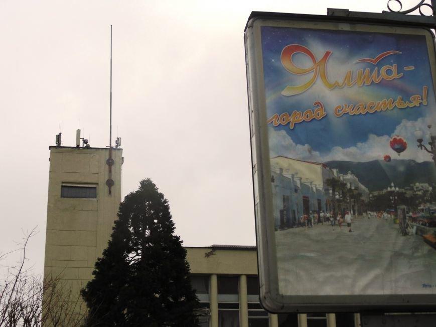 Круговорот государственных флагов на фронтонах Ялтинского горсовета (ФОТО), фото-2
