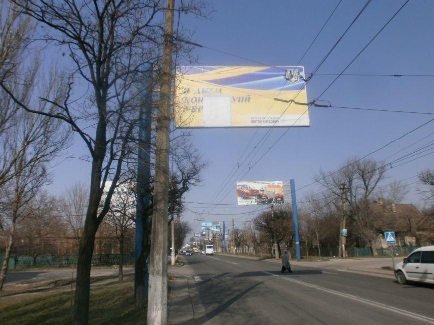 В Мариуполе Виктор Янукович  все еще поздравляет горожан (Фотофакт), фото-1