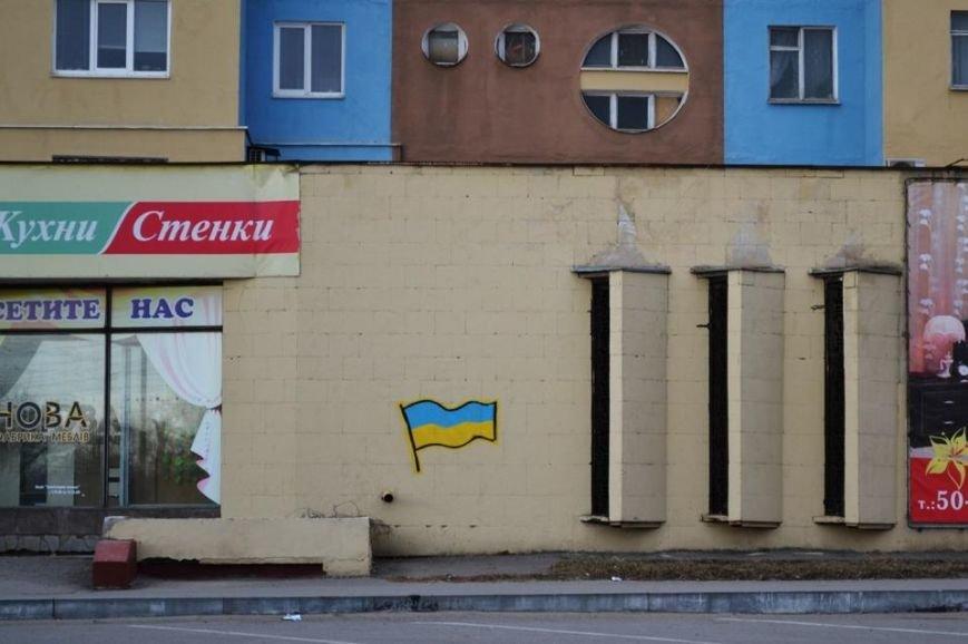В Луганске появились патриотические граффити (Фото), фото-1