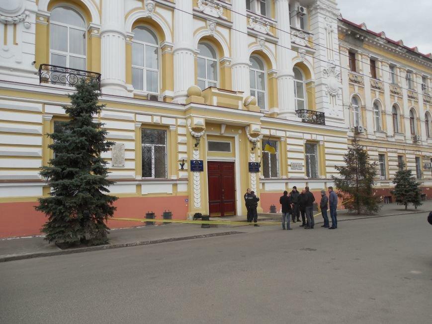 В Апелляционном суде Харькова искали бомбу (ФОТО), фото-1