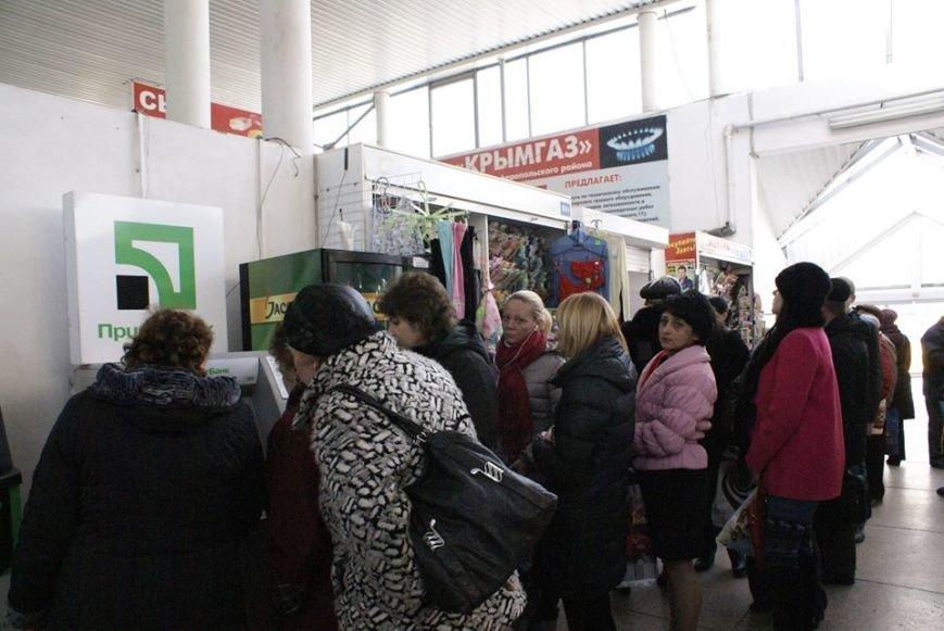 Крымчане ринулись опустошать банкоматы (ФОТО), фото-1