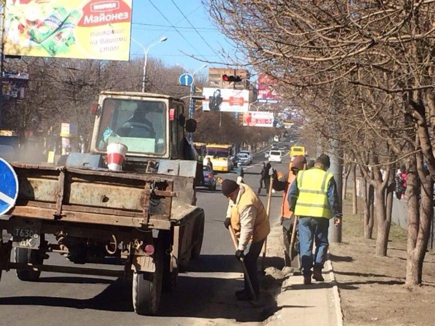 Мариупольские коммунальщики  после зимы приводят город в порядок (ФОТО), фото-2