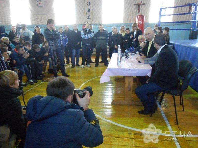 Валуев встретился в Симферополе с юными боксерами (ФОТО), фото-2