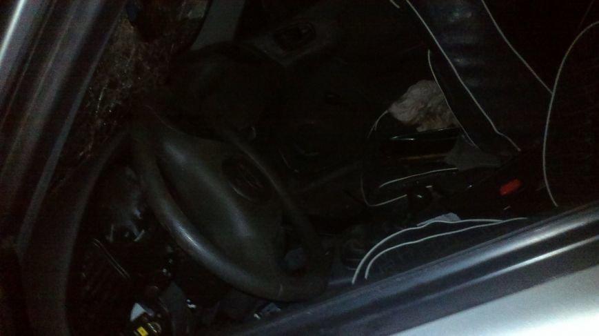 В Мариуполе горел Daewoo, врезавшийся в трансформатор (ФОТО), фото-2