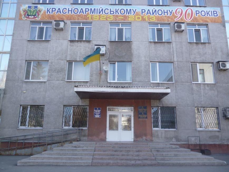 В день траура в Красноармейске вывешен флаг с черной лентой, фото-1