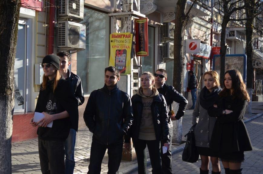 В центре Симферополя поют и читают о статусе Крыма (ФОТО, ВИДЕО), фото-3