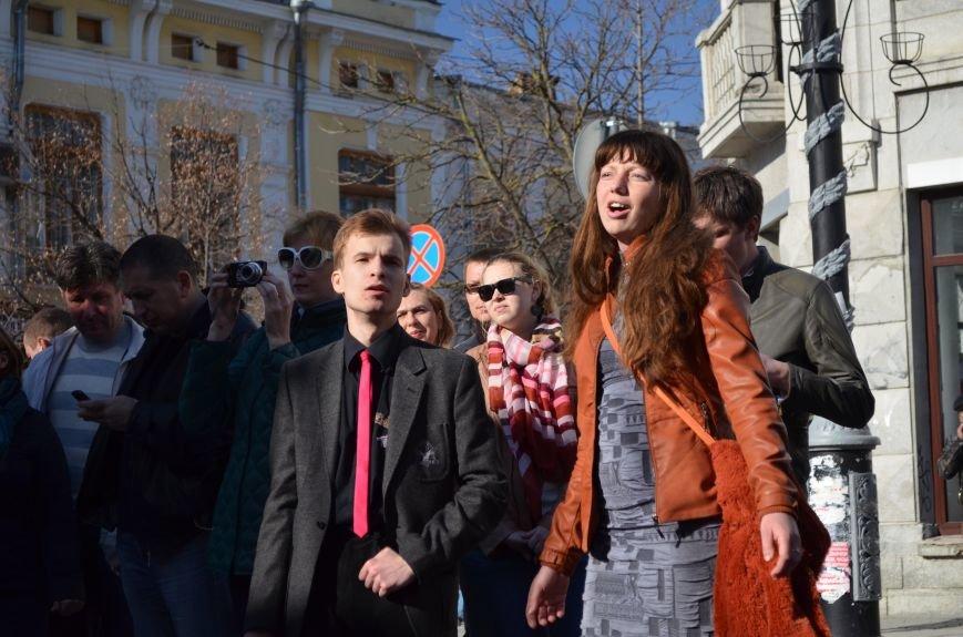 В центре Симферополя поют и читают о статусе Крыма (ФОТО, ВИДЕО), фото-9