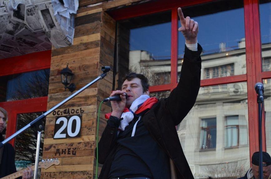 В центре Симферополя поют и читают о статусе Крыма (ФОТО, ВИДЕО), фото-8