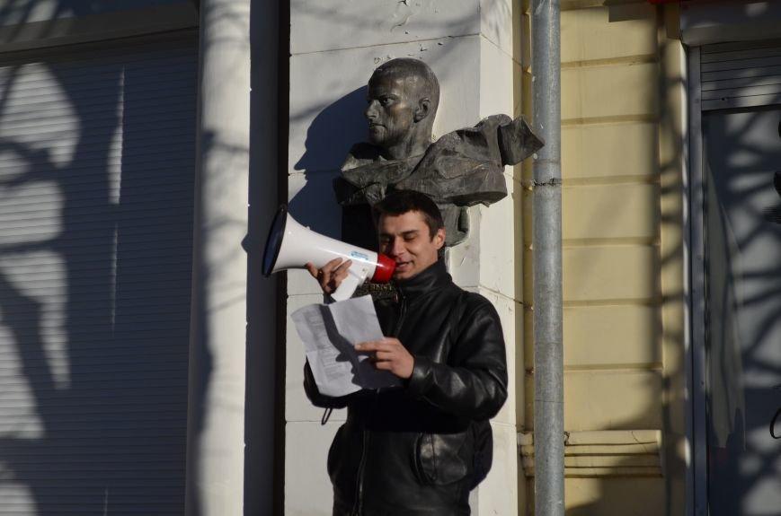 В центре Симферополя поют и читают о статусе Крыма (ФОТО, ВИДЕО), фото-2