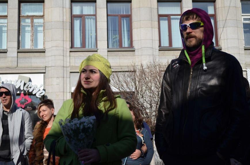 В центре Симферополя поют и читают о статусе Крыма (ФОТО, ВИДЕО), фото-5