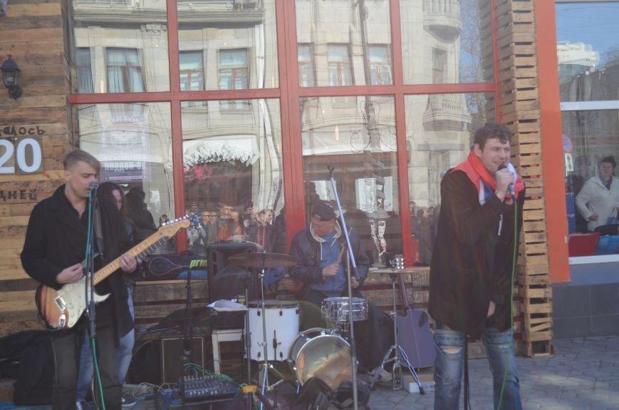 В центре Симферополя поют и читают о статусе Крыма (ФОТО, ВИДЕО), фото-10