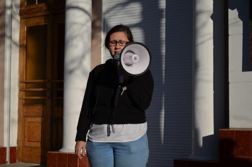 В центре Симферополя поют и читают о статусе Крыма (ФОТО, ВИДЕО), фото-1