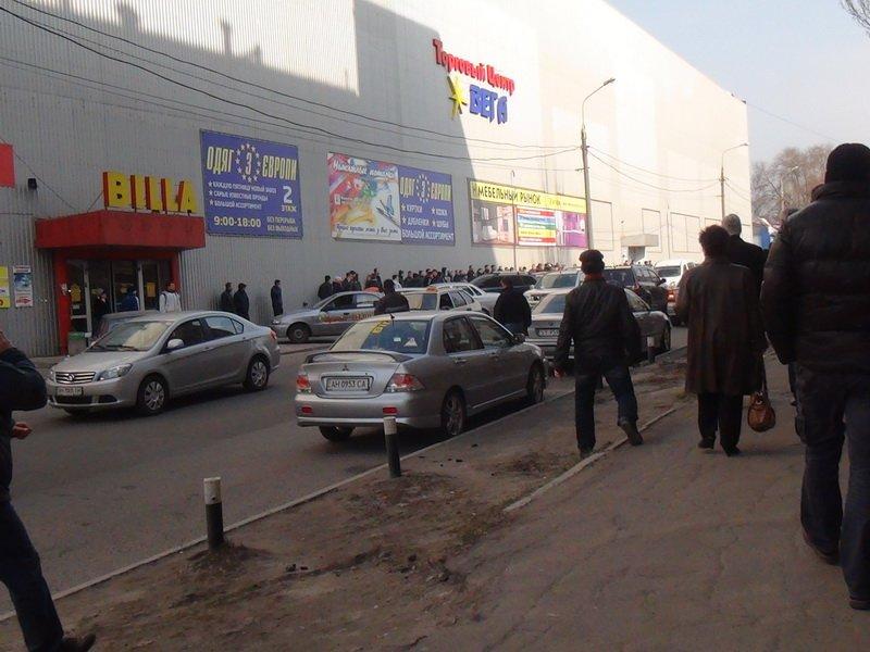 В Мариуполе толпа митингующих сломала ворота фабрики «Рошен» (ФОТОРЕПОРТАЖ), фото-25