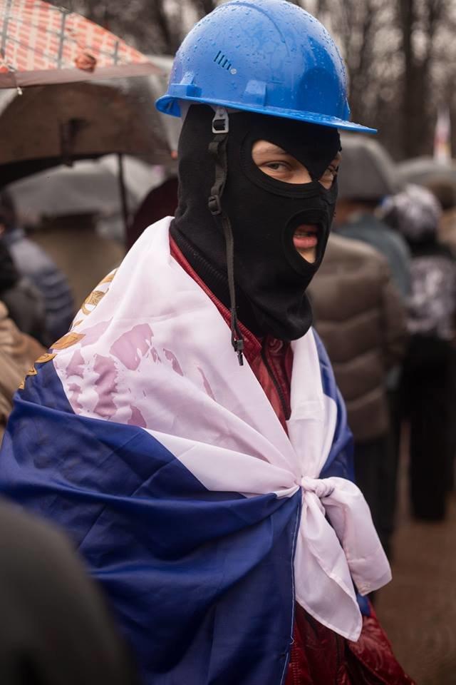 К месту пророссийского митинга в Луганске идут взводы милиционеров (ФОТО), фото-4