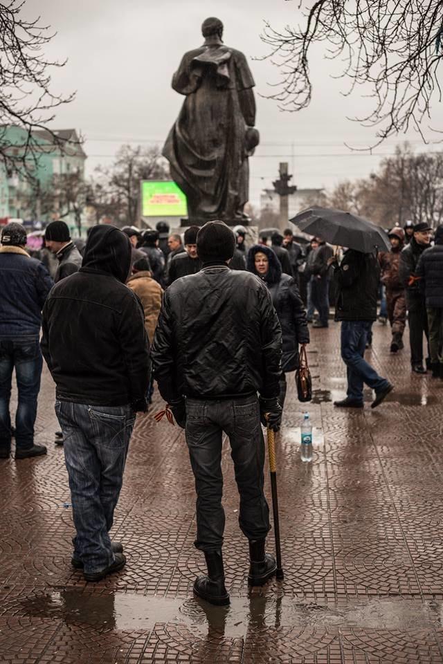 К месту пророссийского митинга в Луганске идут взводы милиционеров (ФОТО), фото-3