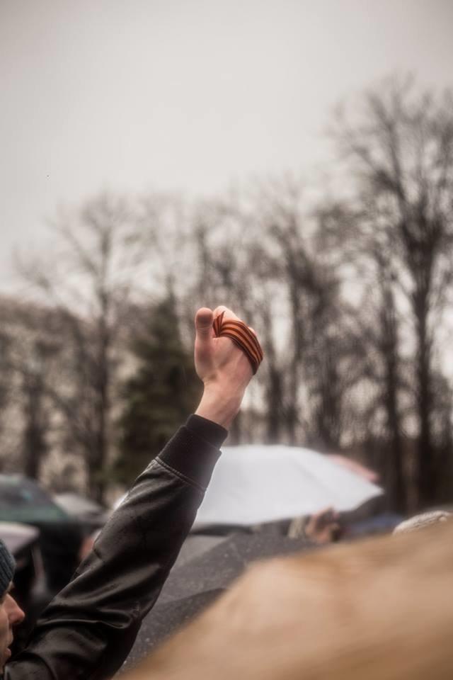 К месту пророссийского митинга в Луганске идут взводы милиционеров (ФОТО), фото-2