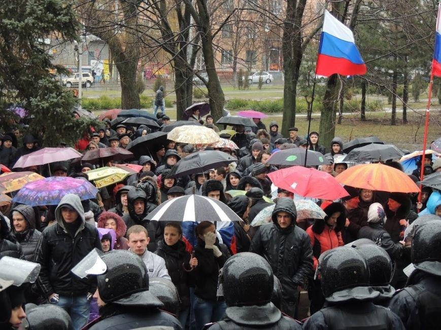 В Мариуполе под горсоветом митингуют под дождем (Дополнено + ФОТОРЕПОРТАЖ), фото-9